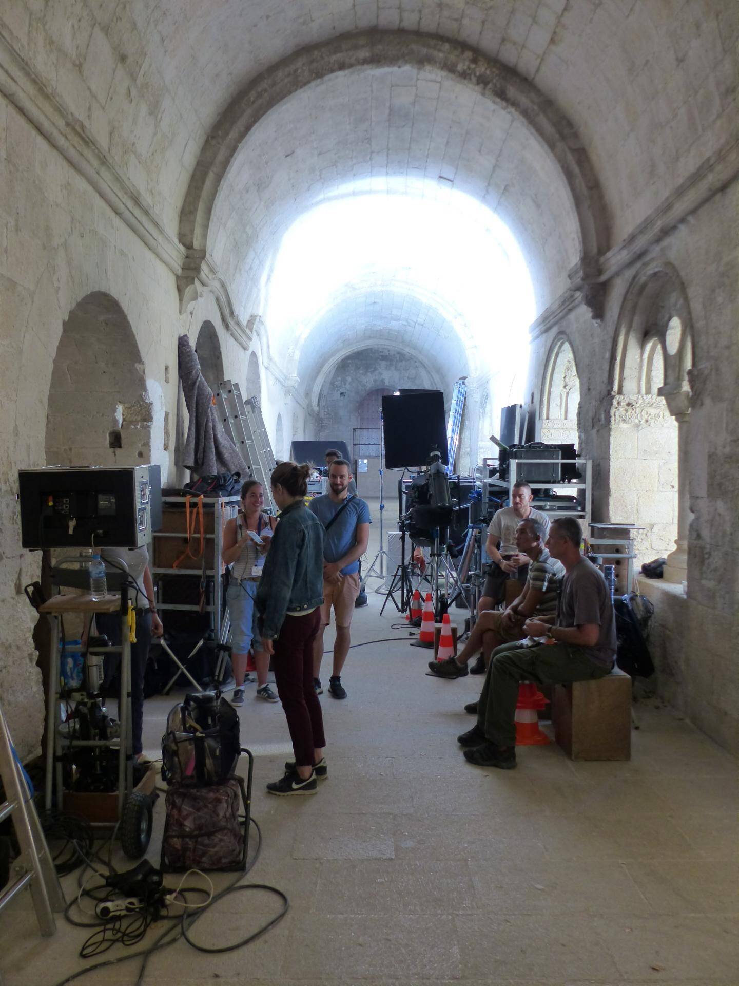 L'équipe en tournage à l'abbaye de Silvacane en septembre.