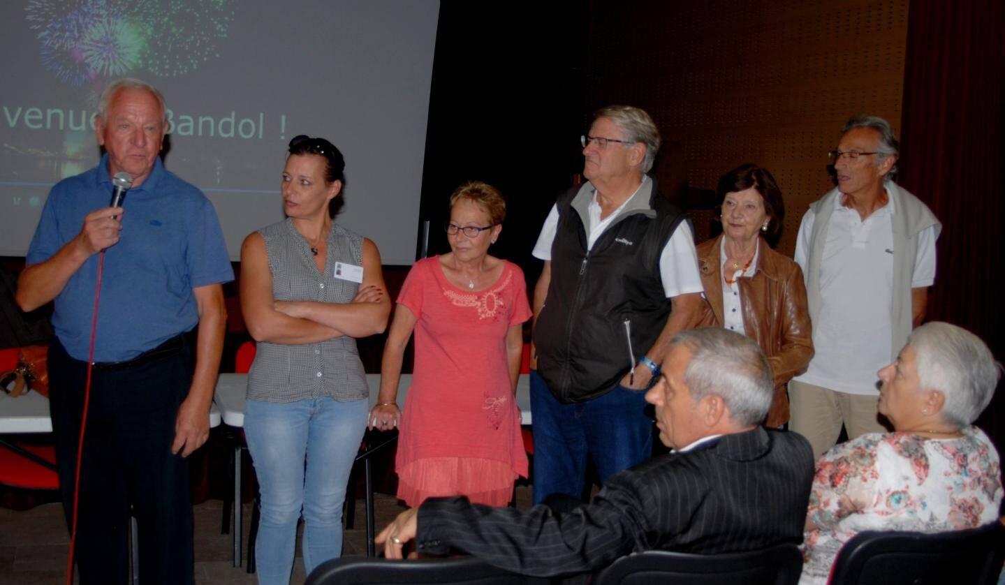 Les délégués de quartier, chargés de collecter les informations, se sont présentés.