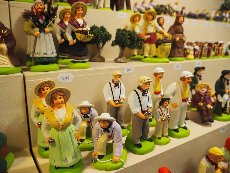 Parmi les nombreux santons en expo-vente, il y a même des joueurs de pétanque!