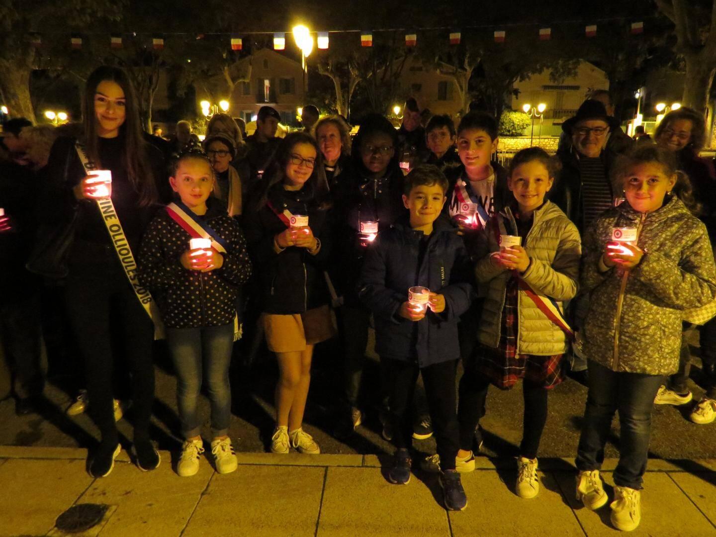 Les enfants du conseil municipal des jeunes ont participé samedi soir à la veillée en hommage aux 87 Ollioulais morts pendant la Grande Guerre.