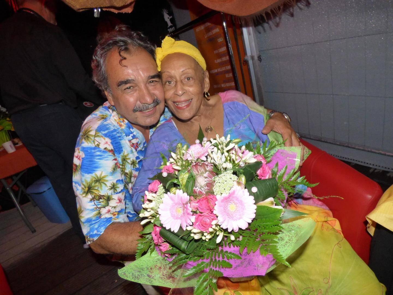 Téo Saavedra ici avec Omara Portuondo, du Buena Vista Social Club, en 2 016. (Ph. N.-M.)