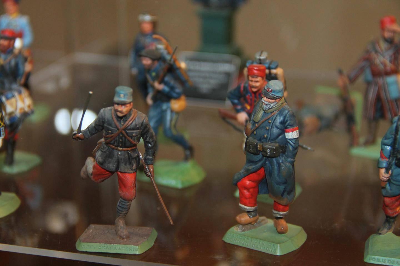 L'exposition colle à l'actualité en présentant des figurines soldats de la Grande Guerre. Mais d'autres époques sont aussi mises à l'honneur tout comme l'imaginaire avec des figurines fantastiques.