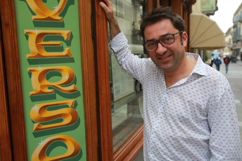 """Fédérico, patron du salon de thé patisserie Converso: """"certains commerçants craignaient de voir les clients habitués à faire leurs courses en voiture déserter leurs boutiques."""""""