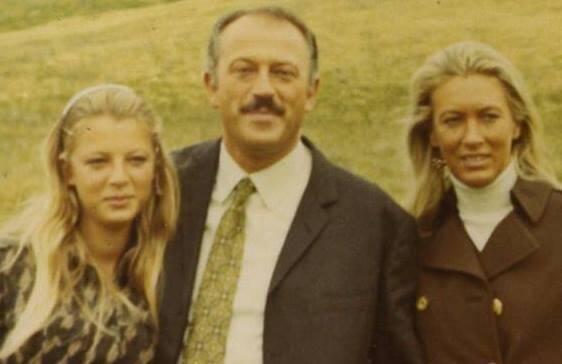 Martine Médecin entourée de ses parents.