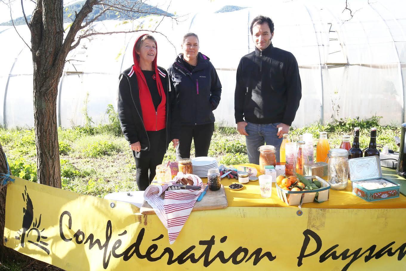 La semaine dernière, Sylvain Apostolo (à droite) a présenté l'une des priorités de la Confédération paysanne pour contrer la concurrence des pays européens dans la filière fruits et légumes : le prix minimum d'entrée sur le marché intérieur pour les produits étrangers