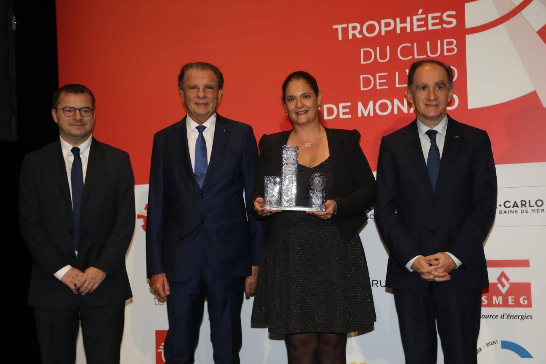 Gaëlle Tallarida, félicitée par le conseiller de gouvernement-ministre des Finances Jean Castellini, Michel Dotta (MEB) et Denis Carreaux (Nice-Matin).