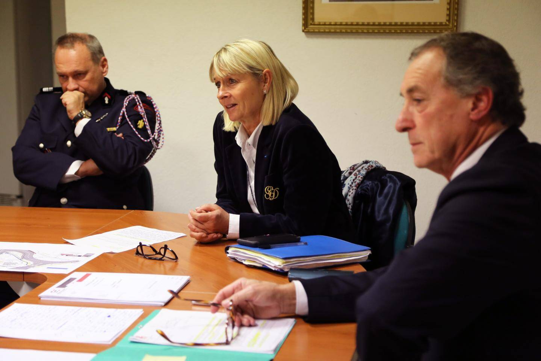 La présidente du Sdis Françoise Dumont entourée du colonel Eric Groin et maire de Carcès Patrick Genre