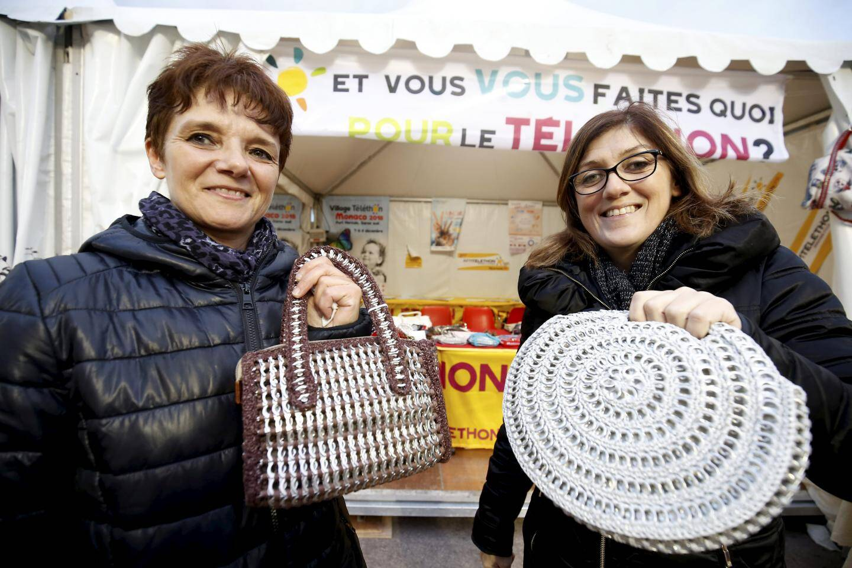Laurianne et Cathy, de l'association Le lien d'Eze, vous attendent avec le sourire et leurs sacs en matières recyclées