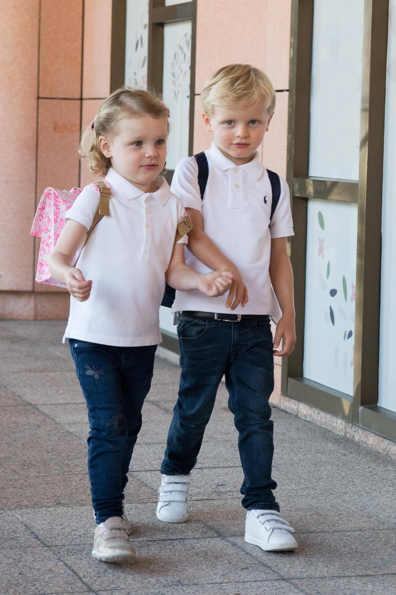 Première rentrée pour les jumeaux qui entament leur scolarité à l'établissement «La Petite École», fondé sur les principes éducatifs Montessori.