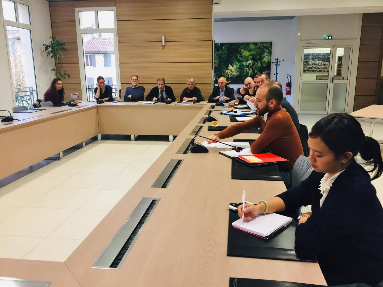 Patrick Martinelli entouré des élus et des techniciens des communes membres du SMBVG (à. d.) ont donc évoqué dernièrement l'oganisation d'exercices communaux de simulation de crise inondation au cours d'une réunion.