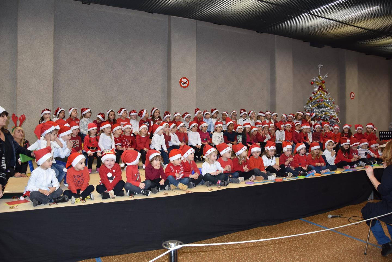 La chorale de petits lutins de la maternelle a ravi l'audience.
