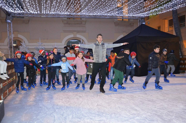 Initiation au patinage artistique avec les danseurs professionnels.
