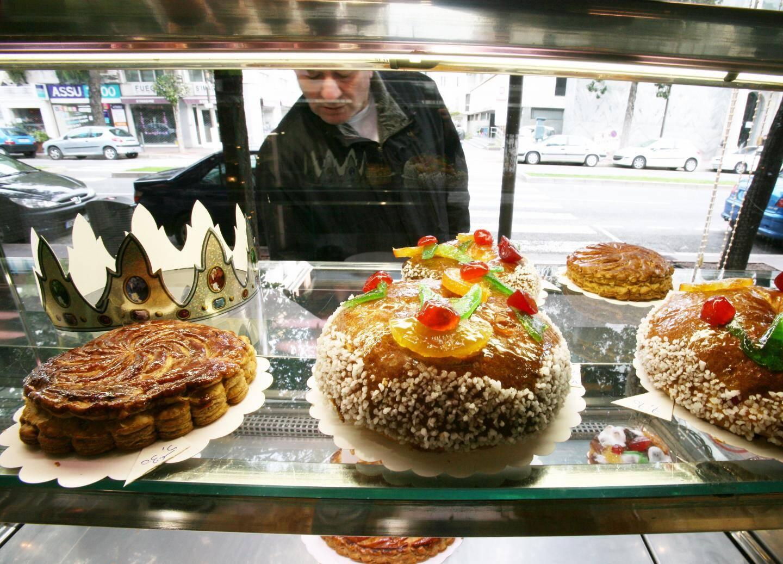 En janvier, les vitrines des boulangeries et pâtisseries se garnissent de galettes et couronnes.