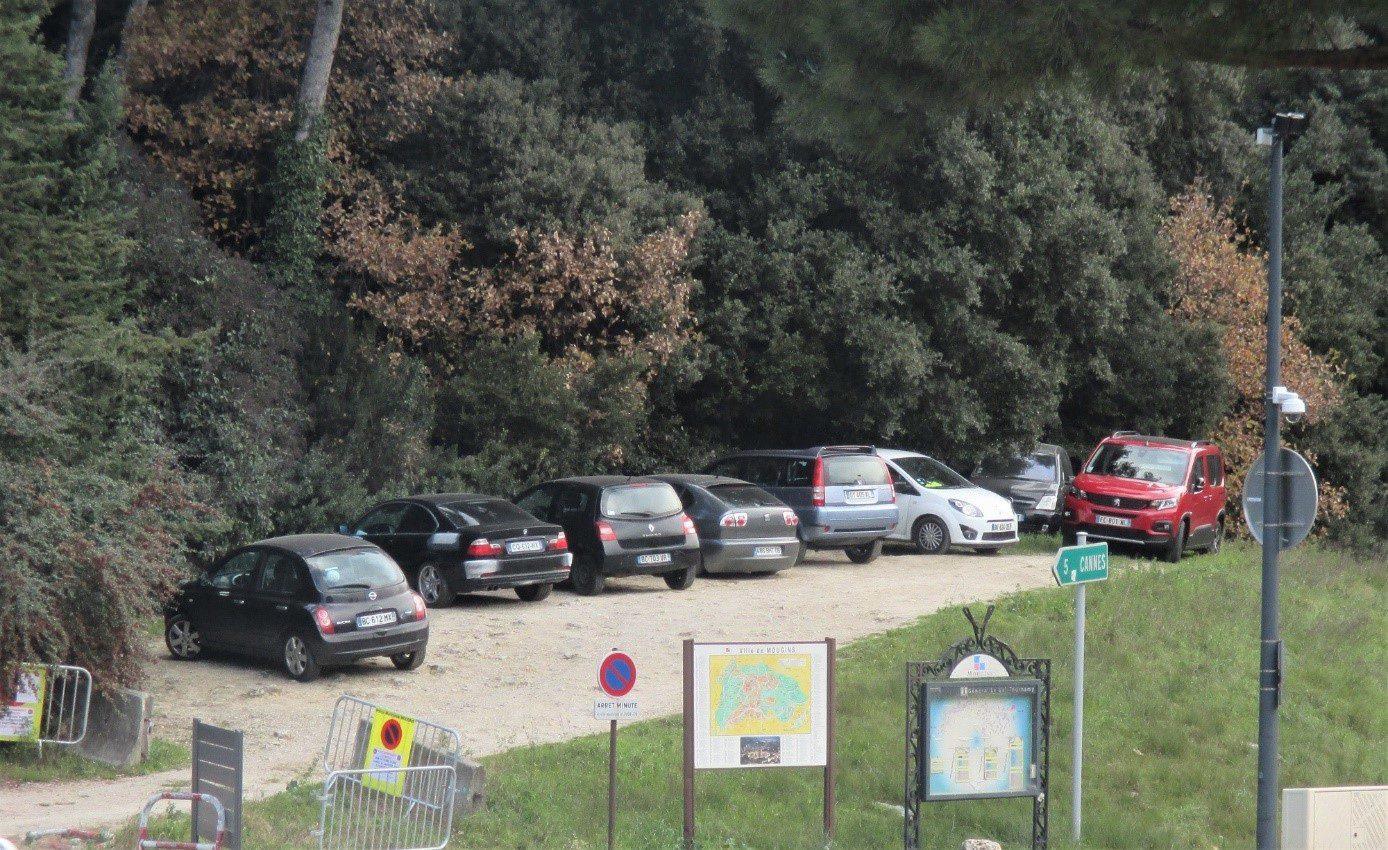 Pour compenser, un parking provisoire de 25 places sera vite aménagé au-dessus du rond-point de Tournamy.