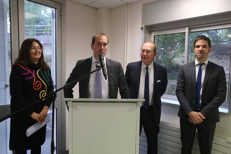 Elisabeth Benattar, présidente de la Commission médicale de l'établissement, Julien Cestre, le nouveau directeur de l'hôpital de Menton, Jean-Claude Guibal, le maire et président du conseil de surveillance et Kevin Rossignol, qui a été le directeur par intérim.