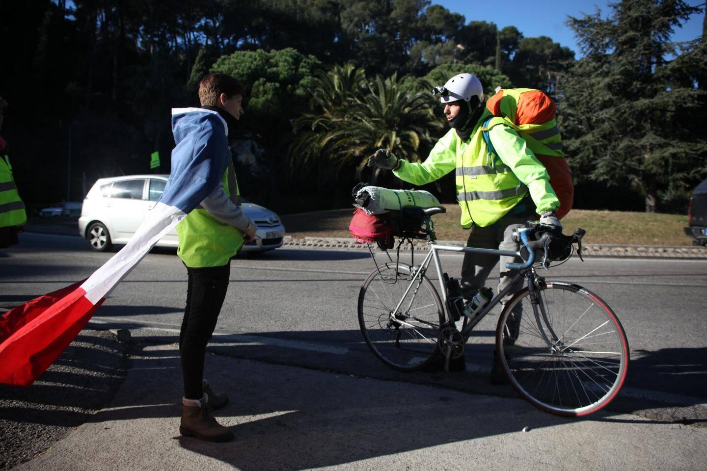Cycliste du dimanche ou leader du Tour de France? Gilet Jaune ou simple ouvrier routier? On commence à avoir du mal à s'y retrouver...