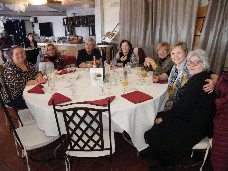 Ce repas est une belle occasion pour beaucoup de rencontrer d'autres personnes.