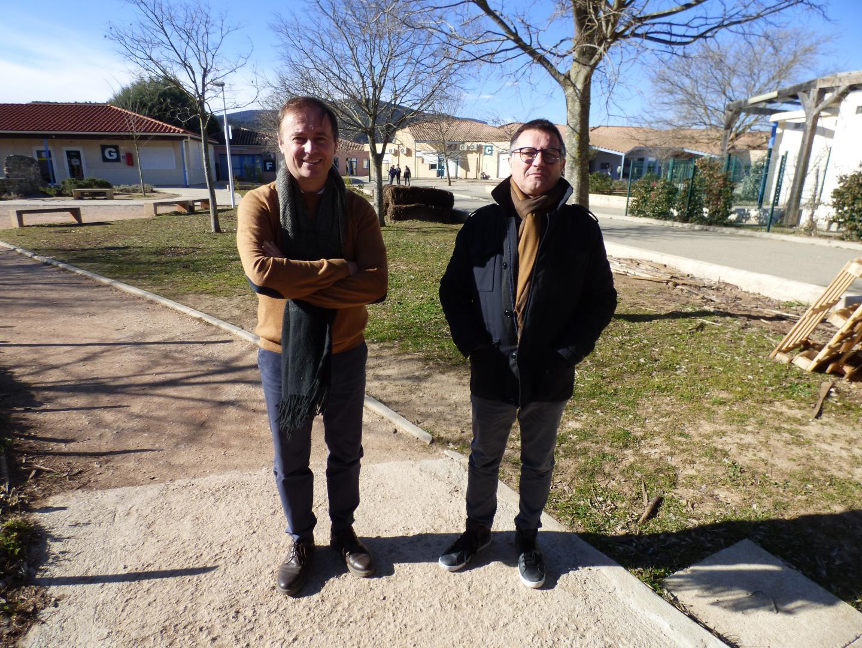 L'établissement est conçu comme une réponse aux défis de l'enseignement actuels. À gauche, Christian Brayer, chef d'établissement du lycée privé agricole de Saint-Maximin et, à droite, Jacques Paul, rapporteur du projet à la CA Provence verte et maire de La Celle.