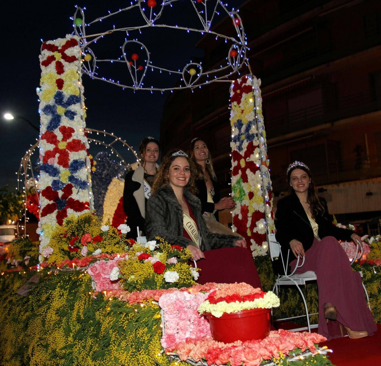 Comme il est de tradition, les Miss Cavalaire ont elles aussi pu défiler sur leur char... très fleuri !