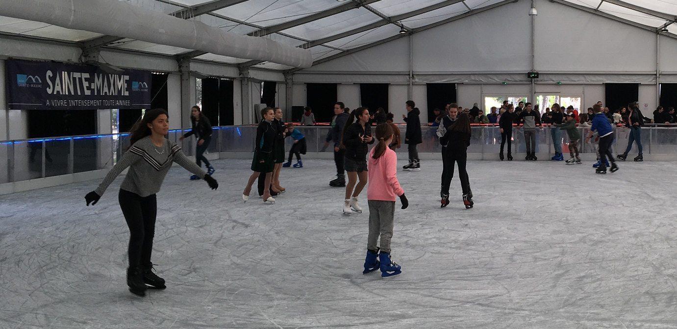 La patinoire restera ouverte jusqu'à la fin des vacances scolaires.