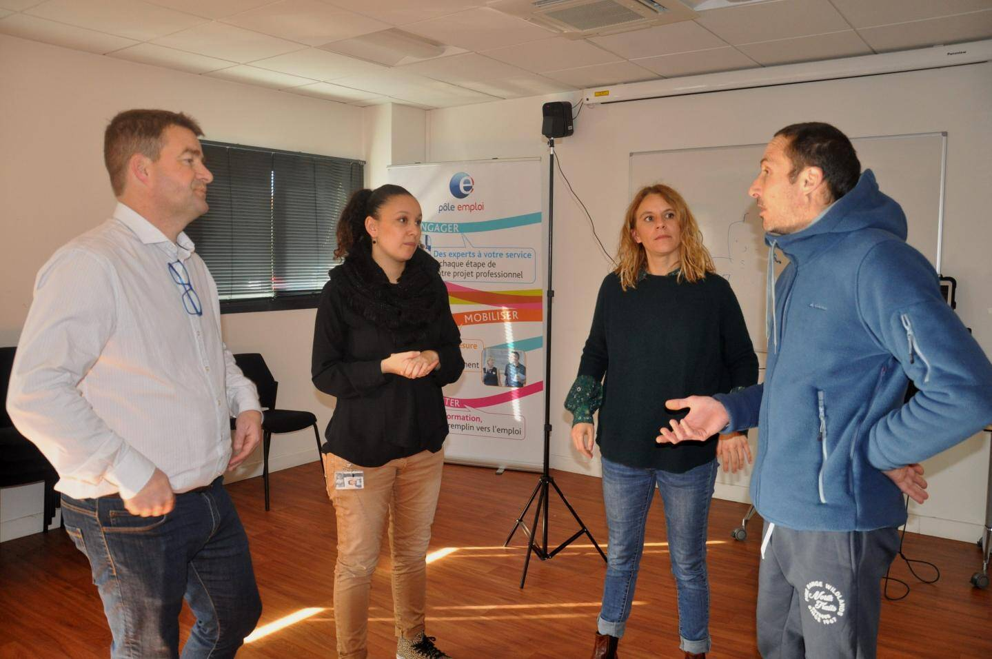 Christophe Saunier, responsable de l'équipe Pôle emploi, Sabrina Menouche conseillère entreprise Pôle emploi, Ingrid Houfflack chargée de mission orientation (AFT) avec Frédéric.