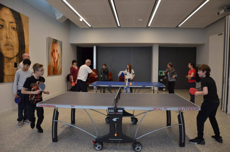 Il y avait foule également autour des deux tables de ping pong, dressées pour l'occasion.
