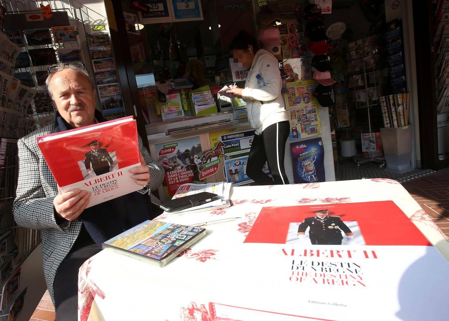 Frédéric Laurent signait, hier, des dédicaces pour son livre au marché de la Condamine.