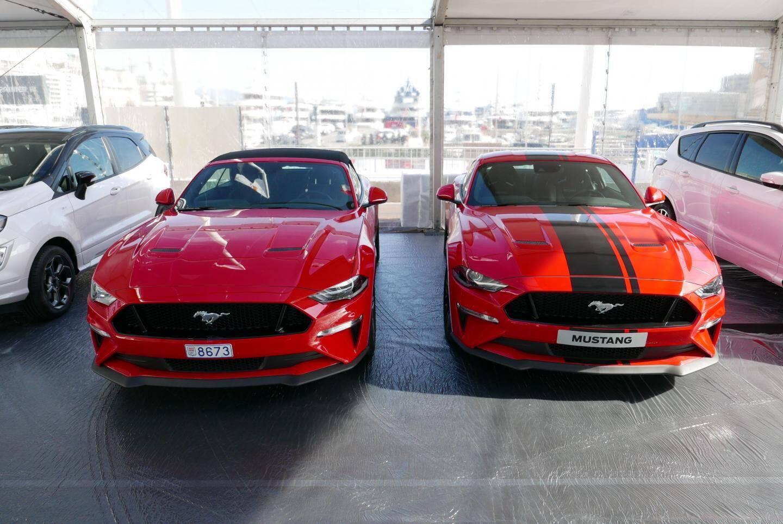 Deux Mustang, pour le plaisir...