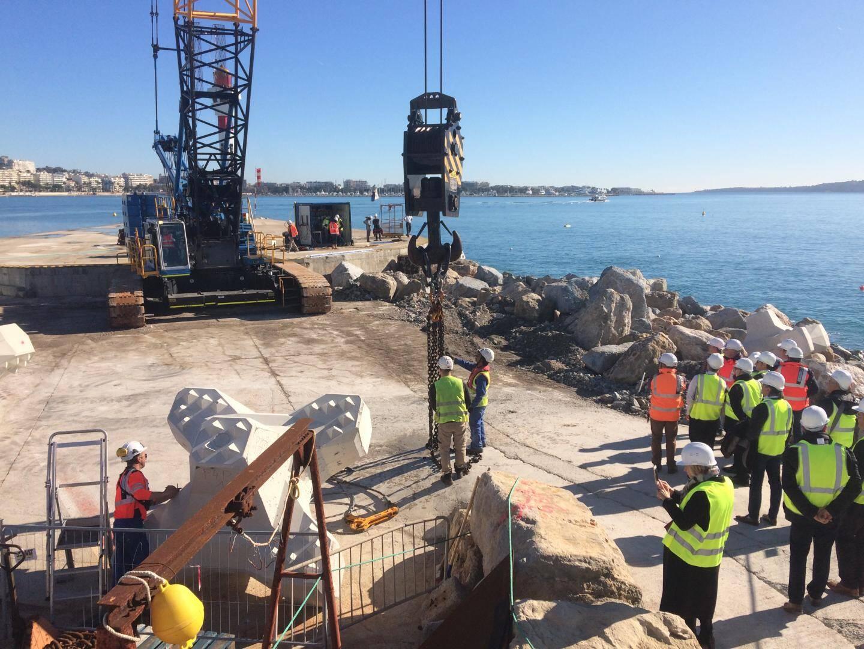 Durant la première phase de travaux, l'hélistation est fermée à la pointe de la digue. Elle restera ouverte  durant les deux prochaines phases, car le chantier se déplace progressivement vers le quai.