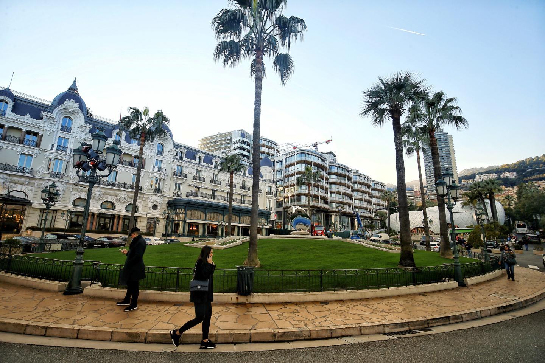 À côté de l'Hôtel de Paris, le nouveau complexe immobilier de luxe est l'objet de toutes les attentions pour être prêt pour son inauguration dans les prochains jours.