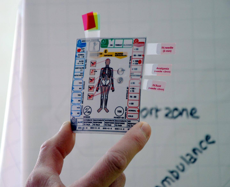 Durant l'exercice, il faut trier les victimes en leur apposant une pastille de couleur différente selon la gravité de leurs blessures.