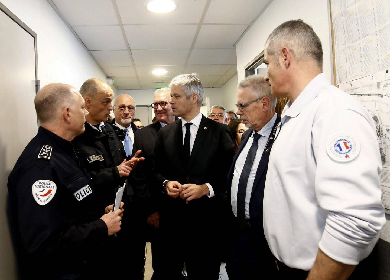 Accompagné par Jean-Louis Masson, député LR de la circonscription, Laurent Wauquiez est allé à la rencontre des policiers toulonnais jusqu'alors ignorés par les différents ministres de l'Intérieur du gouvernement malgré une situation tendue dans les cités de la métropole TPM.
