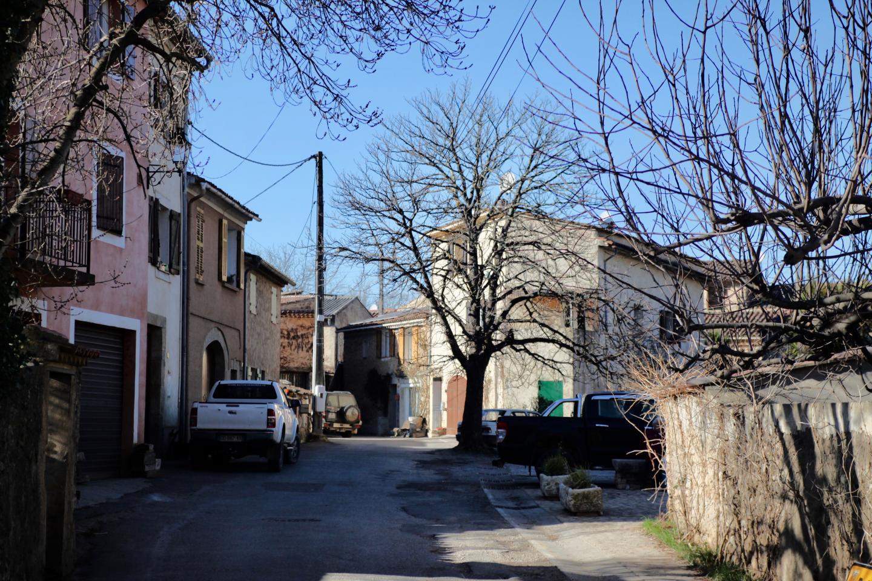 C'est à Correns, un peu à l'extérieur du village, qu'avaient élu domicile Brad Pitt et Angeline Jolie. Mais de source sûre, on ne les a jamais vus aux réunions publiques de l'Agenda 21.
