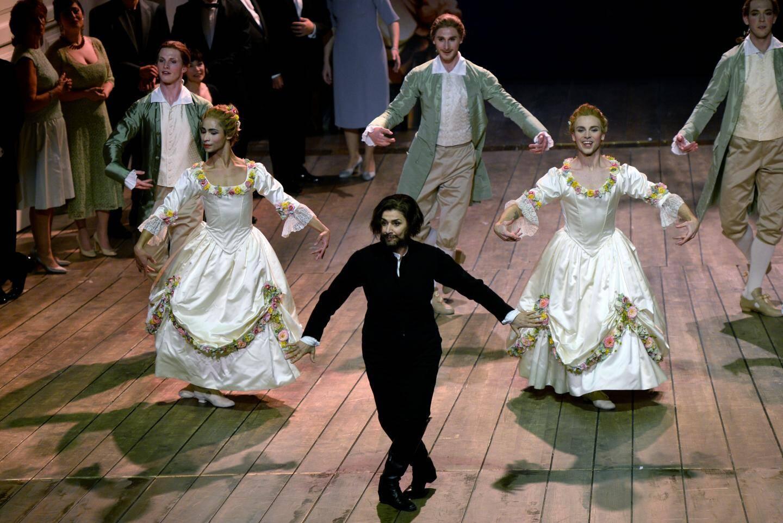 Dans le délire baroque du metteur en scène Christof Loy, Cecilia Bartoli interprète l'homme qui se transforme en femme. Du travesti au second degré!