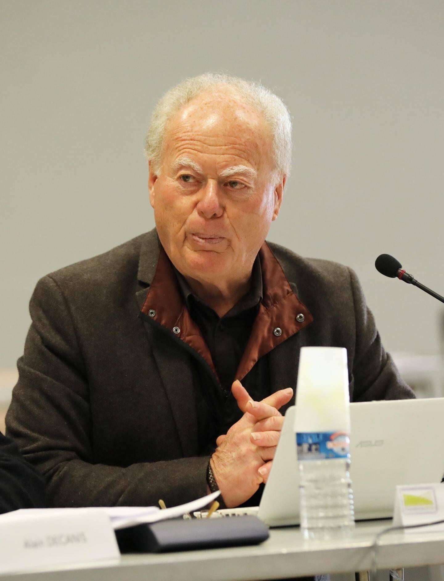 Patrick Genre, maire de Carcès et vice-président de la Provence verte délégué aux finances, a présenté le budget à l'assemblée.