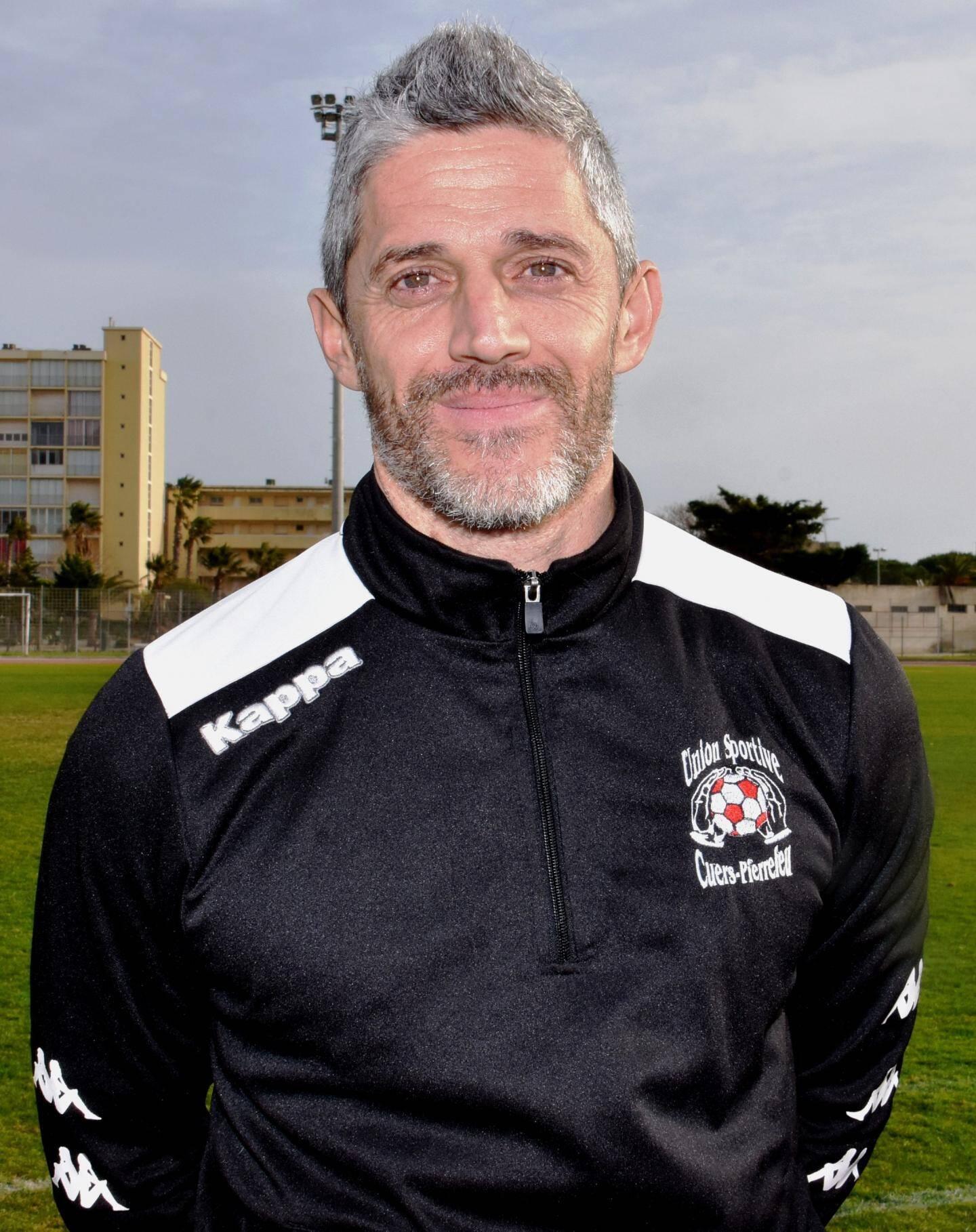 ...face à Zec Varéla l'entraîneur du SO Londais.