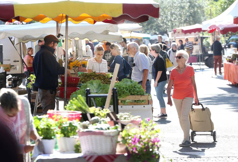 Le marché est ouvert de 7 heures à 13 heures du mardi au dimanche.