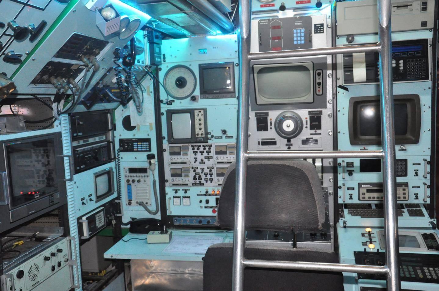 Il était possible de stocker dans le Saga autant d'énergie que dans les batteries d'un sous-marin militaire conventionnel de 2 000 tonnes ! L'autonomie importante qui en découle est obtenue par l'utilisation de  moteurs thermiques anaérobies de type Stirling et du stockage de l'oxygène en phase liquide, la forme la plus dense qui soit.