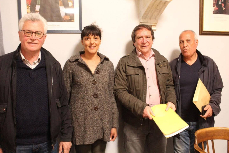 Le maire, André Ipert ; Isabelle Cotta nouvelle conseillère municipale ; Pippo Oliveri nouveau premier adjoint et Abid Boukhadra, 3e adjoint nouvellement élu.