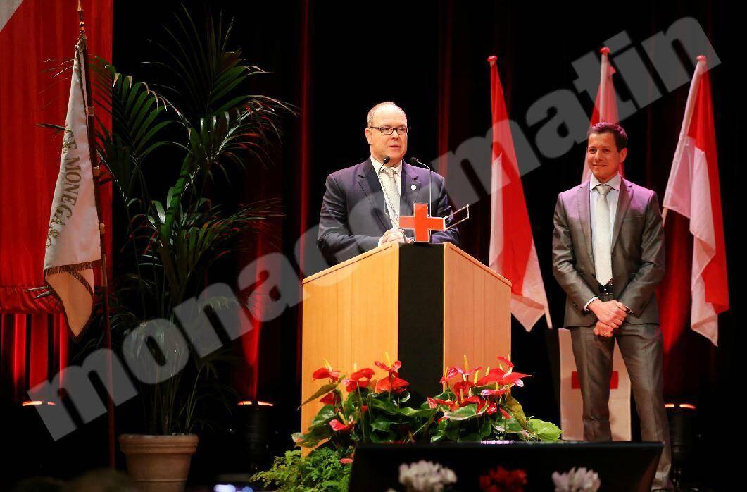 Hier soir, le prince Albert II et le docteur Mathieu Liberatore, responsable de la section secourisme, ont remis les diplômes 2018.