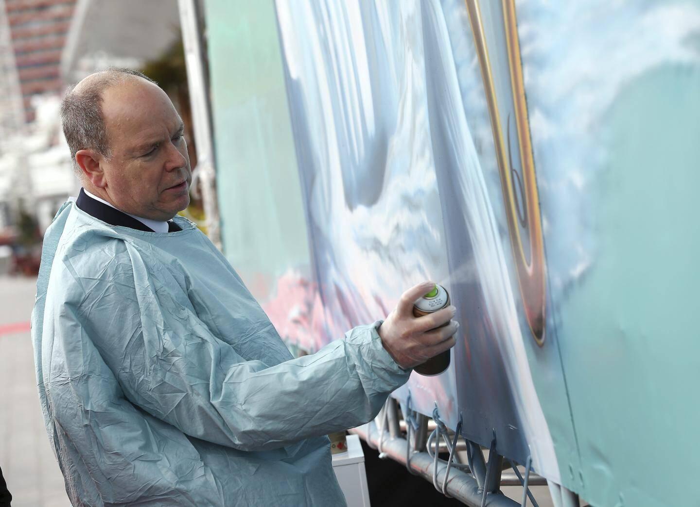Inauguration de la fresque sur une bâche de 12mx7m du street artiste Eduardo Kobra par le prince Albert II au Yacht Club de Monaco -
