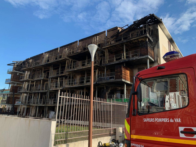 Les pompiers étaient toujours sur place ce mardi matin.
