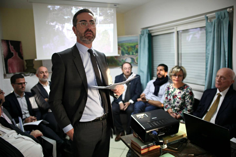 Comme tous les élus présents aux réunions de CIL, Amaury Charreton, adjoint au maire de Toulon, préposé aux questions de circulation et de stationnement, doit avoir réponse à tout...