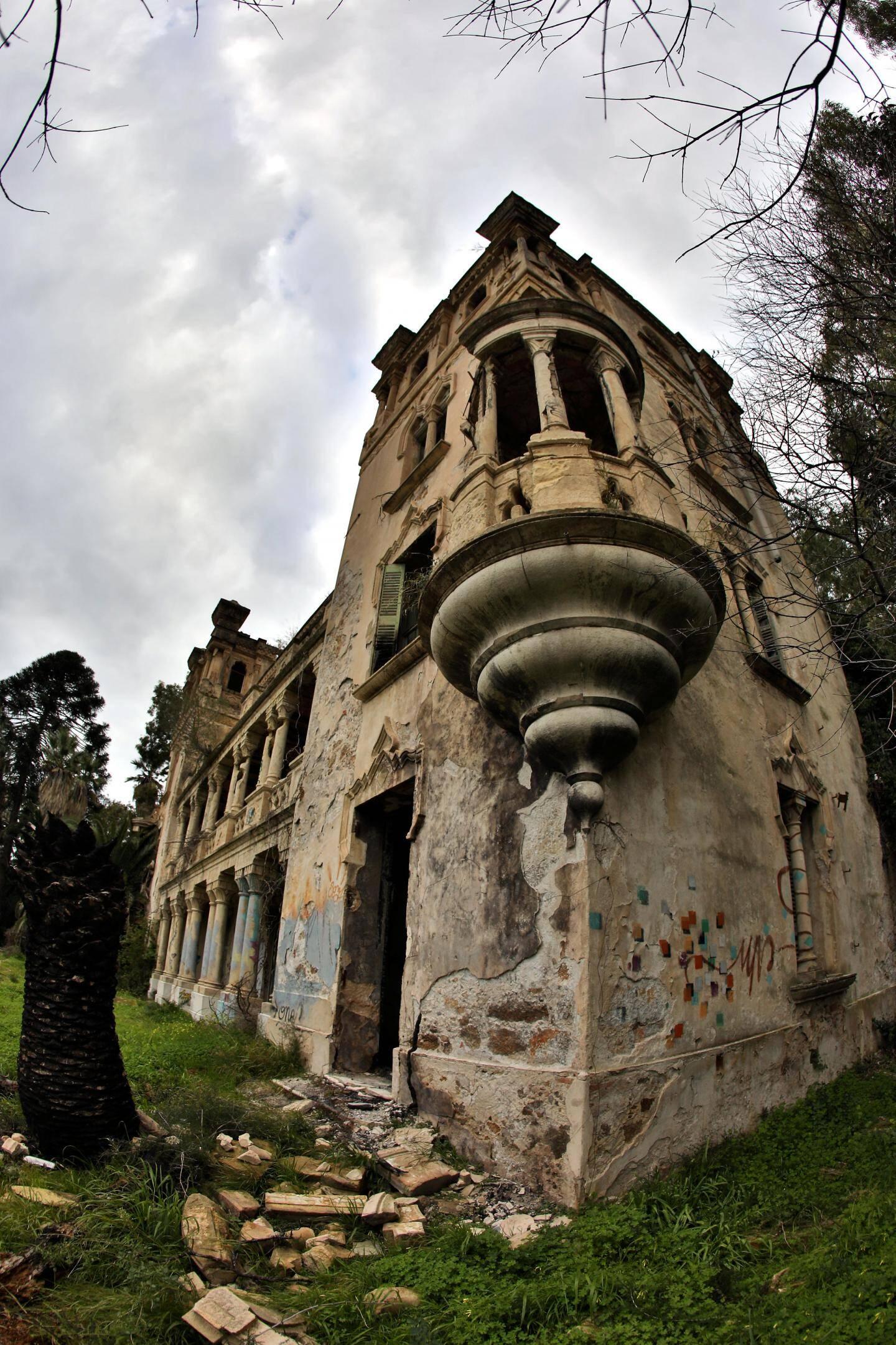 Le château aux allures de maison hantée.