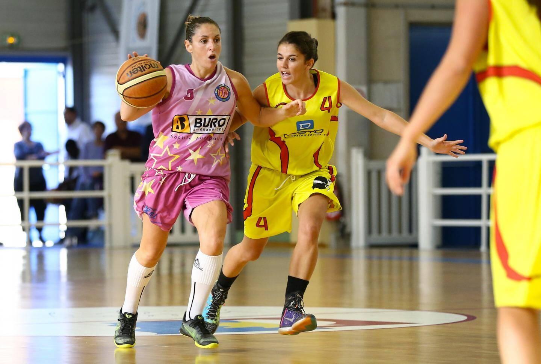 Stéphanie Cyprien, ci-dessus, fait partie des rares joueuses d'expérience.