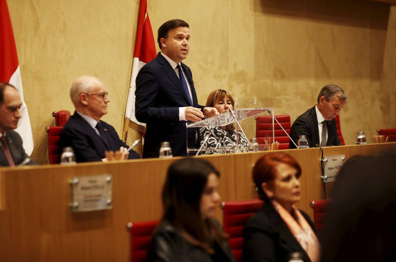 Temps fort de l'ouverture de la session, le président Stéphane Valéri a été réélu dans son fauteuil, avec 21 voix.