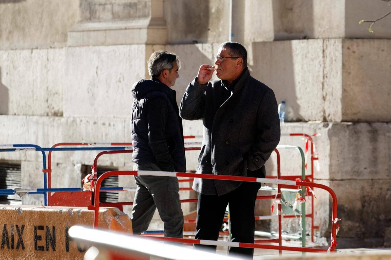 Les pilotes Bruno Odos et Pascal Fauret devant le palais Monclar, hier. Ils ont de nouveau clamé leur innocence. En vain.
