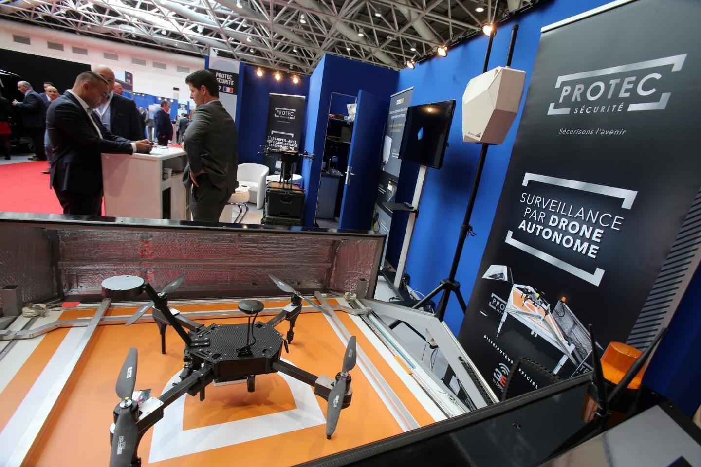Ce drone fait tout, tout seul: décollage, patrouille et retour au chargeur.