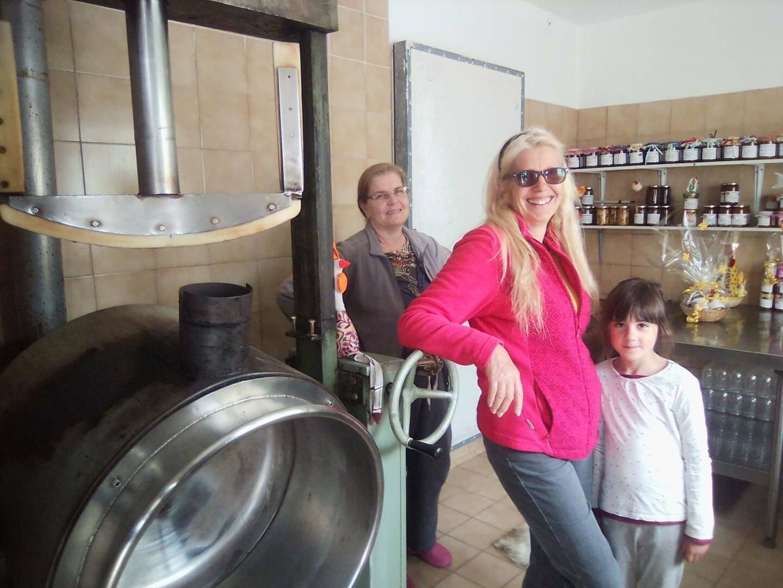 Dans l'antre de la crème de marrons, l'atelier artisanal et familial estampillé M.J Clerissi.