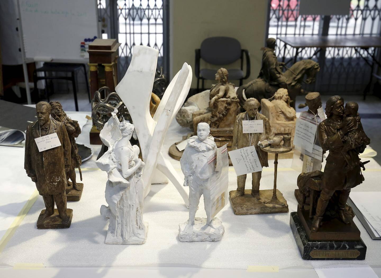 L'ensemble des sculptures du musée doit être inventorié, nettoyé, et restauré si nécessaire.